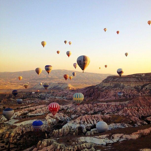 Balloon tour - Cappadocia, Turkey (Photograph courtesy of Blueyoj)