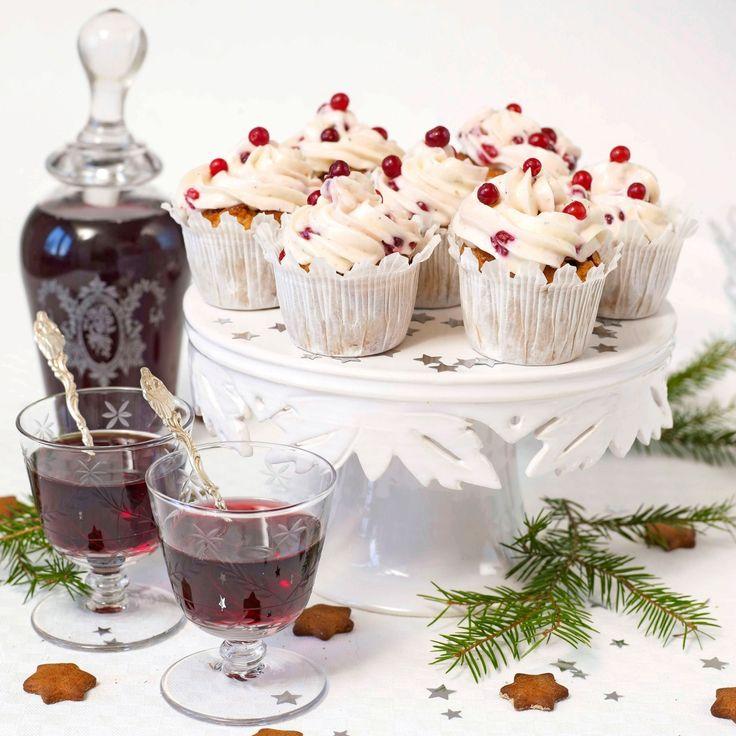 Enkla pepparkaksmuffins med lingon snor du snabbt ihop till jul.