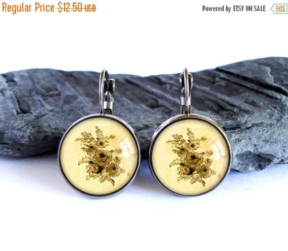 ON SALE Vintage flower drawing earrings, black yellow dangle earrings, antique silver drop earrings, image earrings, glass cabochon picture
