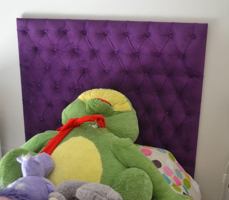 Respaldo para somier, en capitone tapizado en velvet violeta