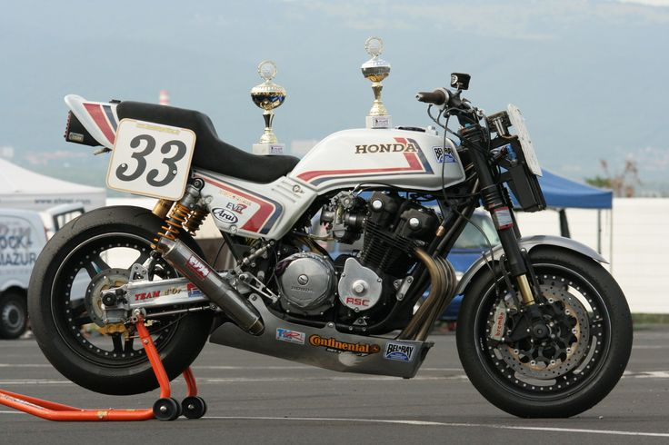 Cb110,1140 JE pistons,RSC gearbox and cams,Ohlins front and rear,Brembo.