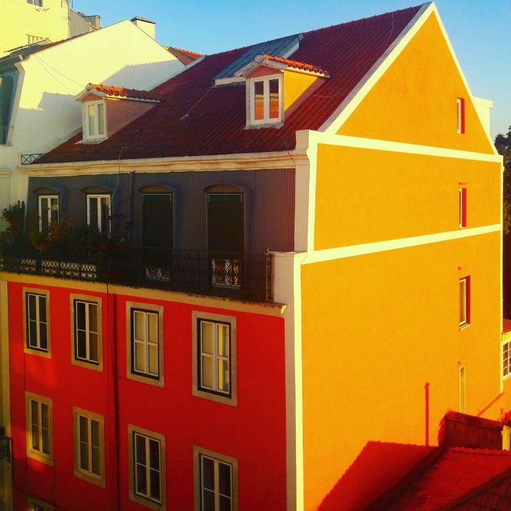 United Colours of Lisbon. ♡ #architecture #pombaline #colourful #colourfullisbon #lightoflisbon #sunset #lisbon #lisbontailoredtours #lisbonwithpats