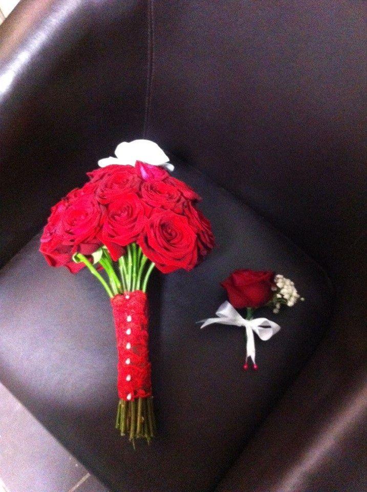 A true classic / buchet rosu cu 26 trandafiri si o orhidee by www.magentaevents.ro #magentaevents #rosu