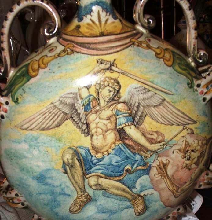 Borraccia in ceramica fecorazione a mano particolare dopo cottura.