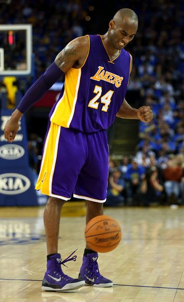 Description of . Los Angeles Lakers' Kobe Bryant (24) kicks the ball in frustration in the fourth quarter of their game against the Golden State Warriors at Oracle Arena in Oakland, Calif., Saturday, Nov. 1, 2014. (Anda Chu/Bay Area News Group)