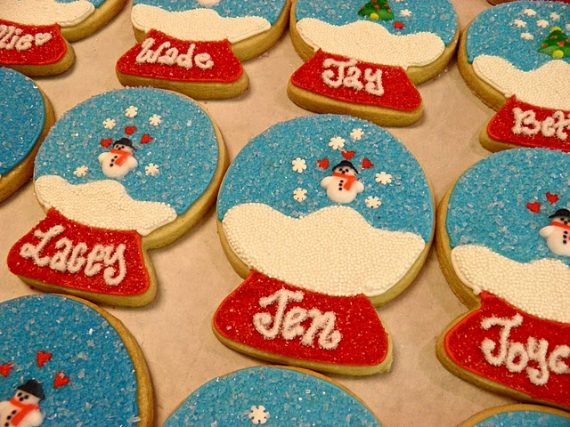 Personalized Sugar Cookie Snow Globes.  What a great idea with amazing detail.