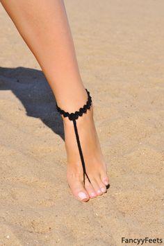 Au crochet noir sandales pieds nus, bijoux de pied, cadeau de demoiselle d'honneur, pieds nus, sandales, plage, bracelet de cheville, mariage chaussures, mariage de plage, chaussures de l'été