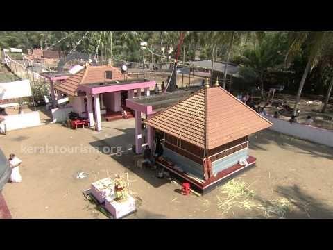 ▶ Vareekkara Bhagavathy Theyyam, Kaliyattam, Vellur Sree Kozhuthumpadi Temple, Kerala - YouTube