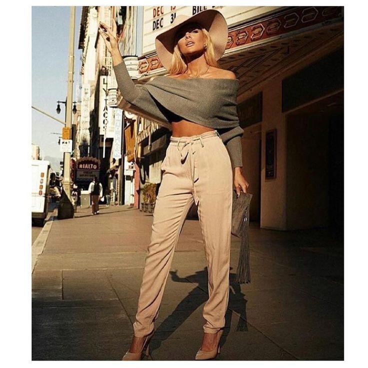 KUP PODOBNE BUTY:  http://www.renee.pl/obuwie_damskie/szpilki/szpilki_wonderland_5005_bezowy.html  heels, szpilki, zamszowe, beige, pastel, hips, curvy, ootd, mirror, selfie, mirrorcheck, inspiracja, pink, różowe, car, girl, woman, elegant, jeans, look, fashion, moda, nogi, legs