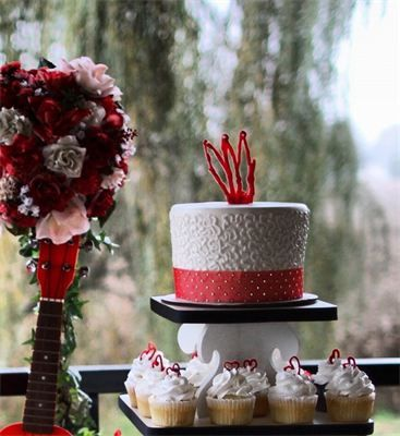 tradition of eating wedding cake on first anniversary discover and save creative ideas 21231