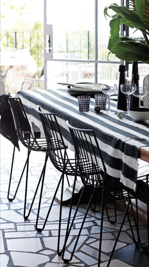 Méchant Design: be uncommon in black & white