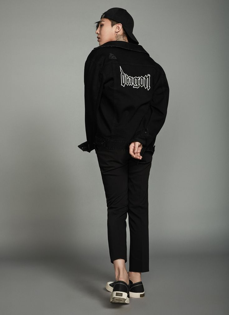 [8 X GD's PICK] Chic black denim trucker jacket. The destroyed detail and lettering on the back add a unique character to it.