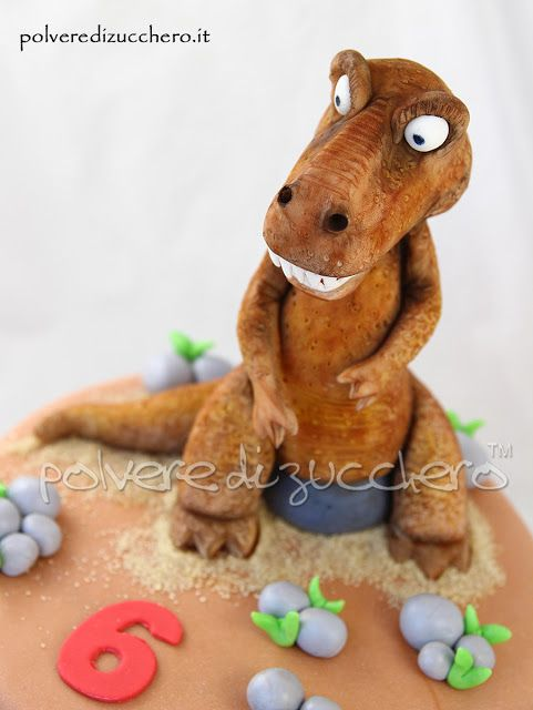 Torta in pasta di zucchero: il terribile dinosauro  Cake  the terrible dinosaur