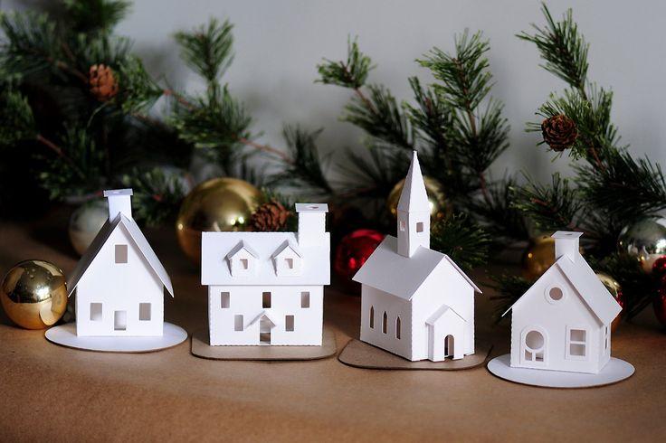 Vous vous sentez cet esprit créatif de vacances ? Faire mon Kit de décoration bricolage Putz Village dans un bel ensemble dornements avec quelques fournitures dartisanat base & votre propre touche de créativité ! Ce kit de bricolage comprend quatre modèles de décoration de maison putz à un prix spécial ! Les faire pour vous-même ou quelquun sur votre liste de cadeaux... ils sont tellement facile & mignon !  Ce Kit de bricolage Noël Village comprend Cottage, Chalet et maisons coloniales + une…