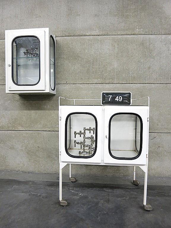 Vintage apothekerskast metalen vitrine kast trolley industrieel, Industrial medical trolley www.bestwelhip.nl