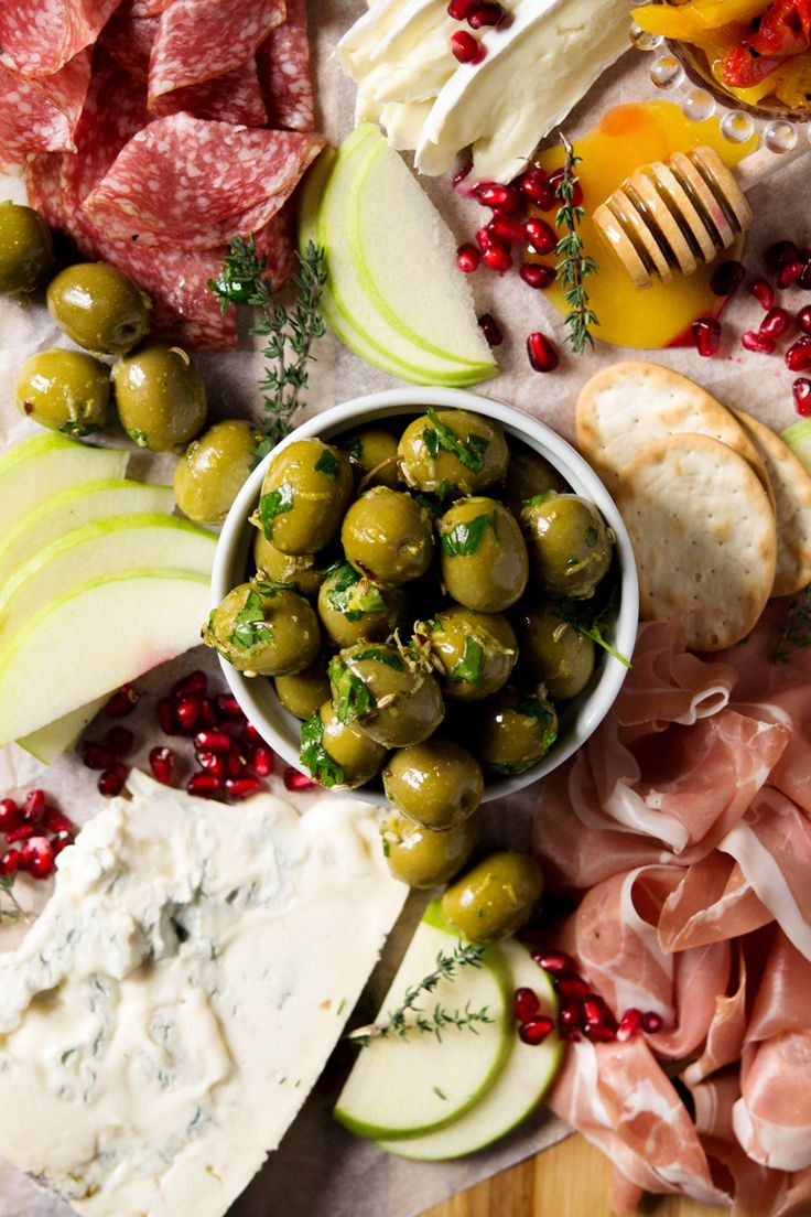 Easy marinated olives made with herbs, spices and lemon zest. These marinated, gourmet olives are so easy to make and are ready in 5 minutes. A perfect addition to an antipasto platter or as an appetizer with drinks. #easyappetizers #olives#Italianfood #Italianrecipes #appetizers via @InsideTRK