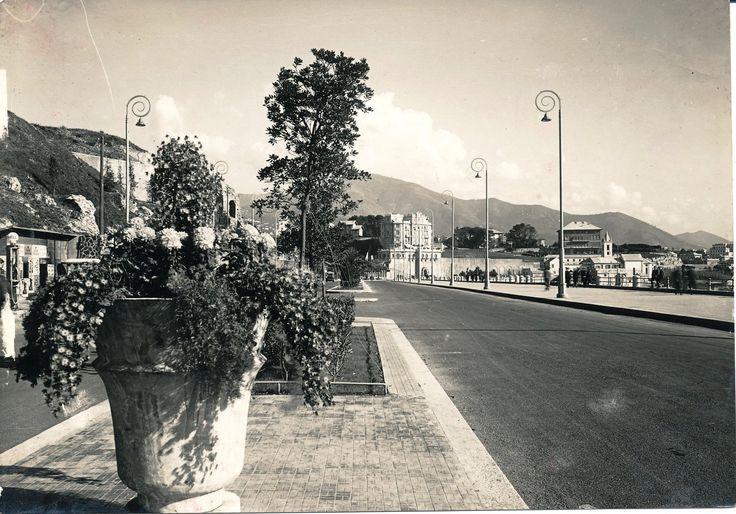 Genova. Corso Italia. Le aiuole fiorite furono installata nel 1935 (Photo: Cresta, 1935) #genova #genoa #liguria #annitrenta #the1930s