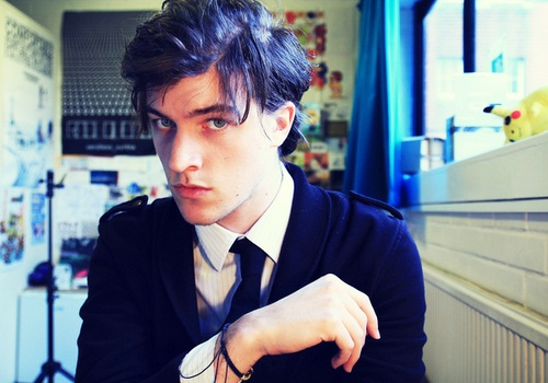 pj liguori, sporting a rather Leonardo DiCaprio look that somehow suits him better than dicaprio himself