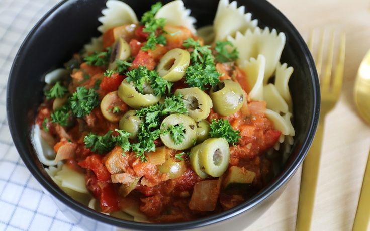 Vandaag heb ik een heerlijk pasta recept voor jullie. Namelijk pastamet tonijn-tomatensaus. Als je net als ik zo iemand bent die altijd dacht 'pasta met tonijn (en dan ook nog eens tomatensaus), dat is toch geen combi', probeer het dan echt eens. Toen ik het namelijk voor het eerst probeerde was ik aangenaam verrast en …