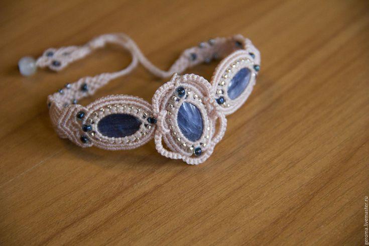Купить Авторский браслет с кианитом - браслет, авторская, подарок, браслет с камнями, Макраме, белый, голубой