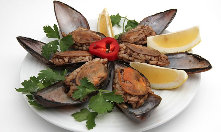 Midge, stuffed mussels, can be found on almost every corner in the Old City and Taksim Sqaure. The mussles are stuffed with white rice and herbs, and with a few drops of lemon juice it is just ready for you to eat!