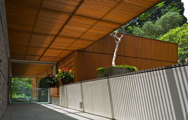 Spatial Mystery: Nassim Road House by Bedmar Shi || Singapore