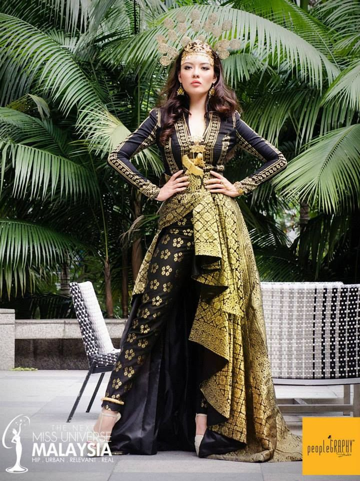 """Syomir Izwa's """"Puteri Perak"""" costume for the Miss Universe Malaysia national costume. A truly modern twist to one of Malaysia's traditional costumes, it uses 3 types of the Malay songket, and features the traditional Malay art of folds and drapes."""