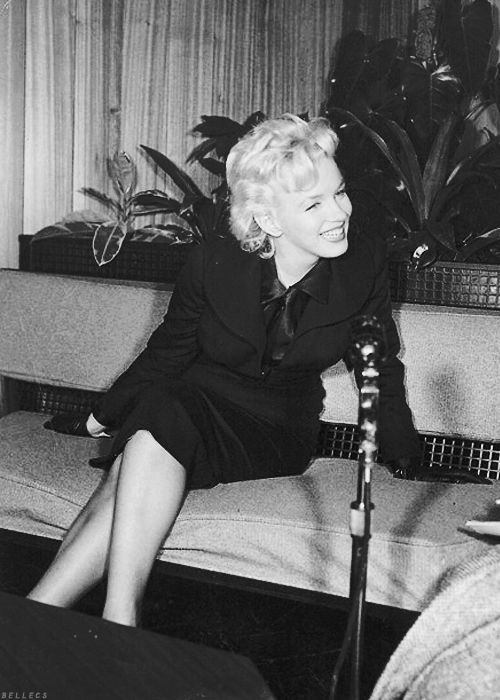 Ohmygosh. This might be my gave pic of her ever!: Sweet Beautiful, Marilyn 1956, Marilyn Monroe, Beautiful Marilyn, Skirts, Marilyn 3, Smile Marilyn, Marilyn Smile