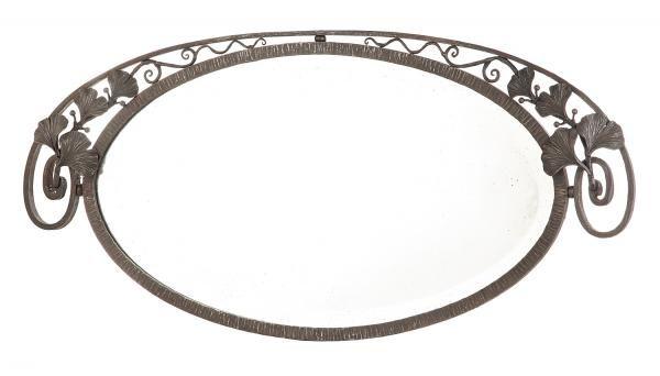 """PAUL KISS (Attribué à) - Miroir ovale en fer battu godronné, patine brune,[...], mis en vente lors de la vente """"TLIVE - Esprit Déco"""" à Tajan   Auction.fr"""