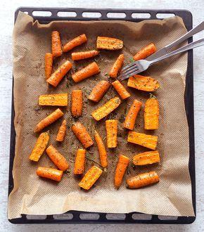 Een kruidig, zoet en gezond bijgerecht dat binnen 15 min op tafel staat, kruidige worteltjes uit de oven. LEKKER!