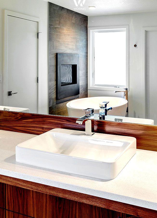 das holz gibt dem weien waschbecken die ntige wrme im bad zurck siehe mehr unter http - Corian Countertops Bauernhaus Waschbecken