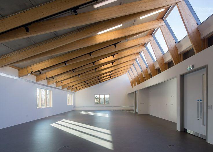 "households Zinc cladding lends ""workplace aesthetic"" to Wimbledon art studios by Penoyre & Prasad"