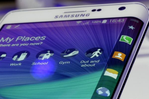 All hail Samsung's Galaxy S6 Edge, the fastest smartphone in the world - http://vr-zone.com/articles/hail-samsungs-galaxy-s6-edge-fastest-smartphone-world/86756.html
