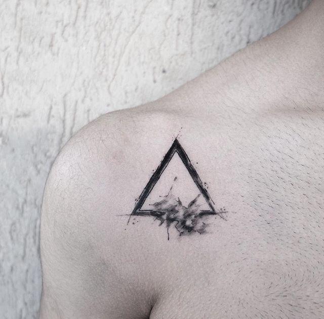 Tattoo by @cansuolga (Triangle Tattoo)
