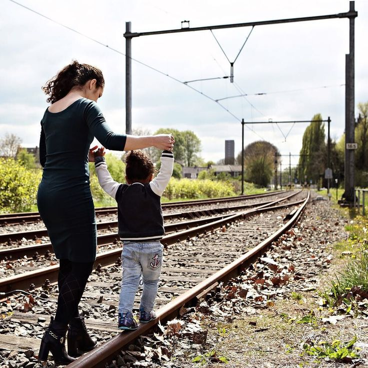 """in 't hart van 't land is er altijd iets moois aan de hand"" - #project365 #day109 #photochallenge #portraitinthecity #ilovemycity #citywoman #cityboy #city #zonstraat #utrecht #utrechtcity #railroad #motherandson #cityphoto #cityphotography #cityphotographer #fotografie #fotograaf #dk_photography #familiefoto #familiefotograaf #portretfotografie #canon #canonphotography #geefjeookop #fotoshoot #stad"