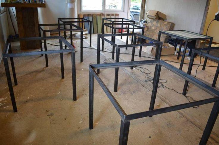 Industrieel stalen A-frame met onderbalk voor houten blad. VanSloophout.com is een groothandel in sloophout planken en gespecialiseerd in maatwerk meubels.