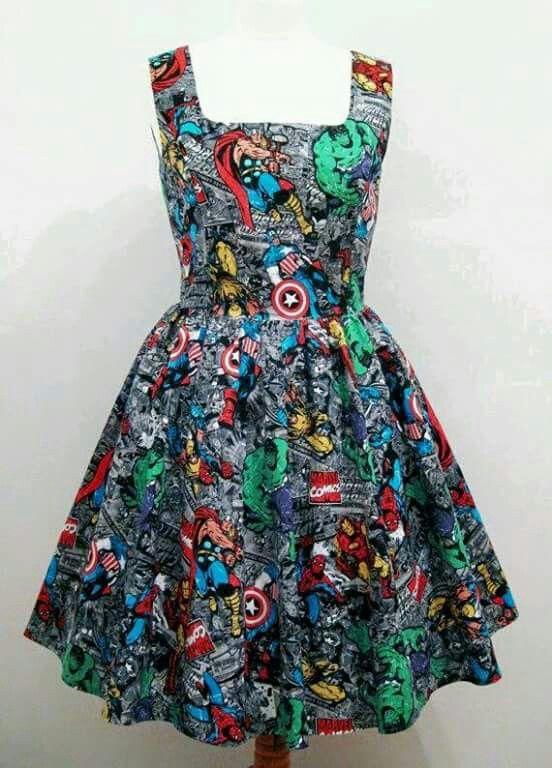 Para as Marvetes de plantão...um belo vestido inspirado em Os Vingadores