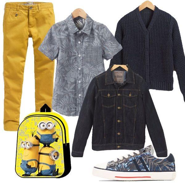 La fantasia simil-hawaiana di scarpe e camicia parlano di vacanze finite ma non dimenticate. Un pantalone giallo per spezzare il total blu del cardigan, aperto davanti e dei toni di camicia e scarpe. Finché la stagione lo permette, completiamo il look con una giacca di jeans, magari sostituendola più avanti con un capottino o un piumino. Immancabile lo zainetto giallo, perfetto per la scuola, un pranzo al sacco o un incontro con gli amici.