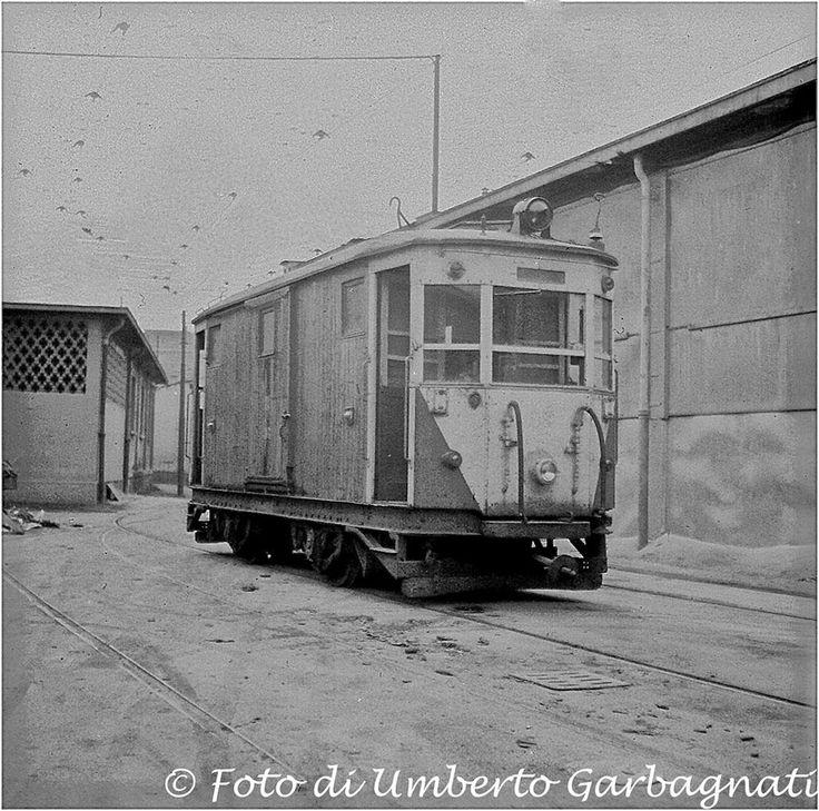 """...tram intercomunale """"Milano-Monza"""" locomotore ATM 36 - 08 dic 1963 - © Umberto Garbagnati -"""