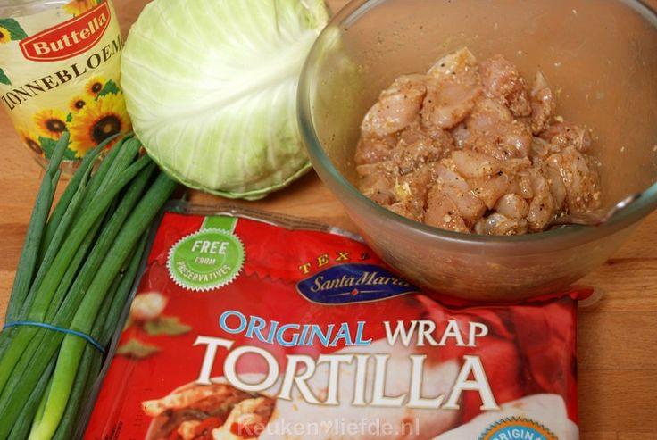 Deze Oosterse wrap is echt verslavend lekker! De kip wordt van tevoren gemarineerd in een verrukkelijke Oosterse marinade.
