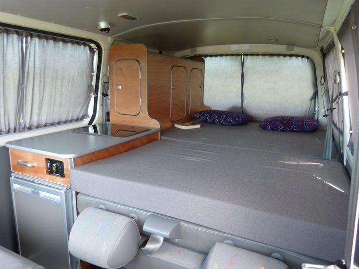 Conçu uniquement pour les VW T5 et T6 Combi ou Caravelle, le kit South est très polyvalent. Van Mania, aménagement de fourgon en camping car.