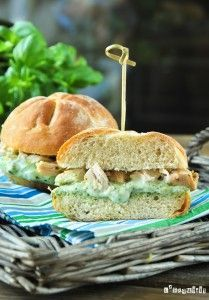 Sandwich de pollo con queso de cabra al pesto