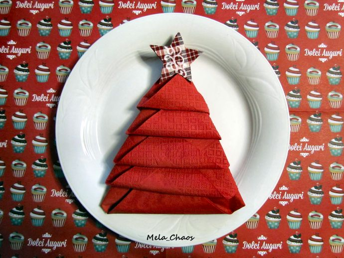 TOVAGLIOLO ad ALBERO di NATALE - CHRISTMAS TREE NAPKIN FOLDING - tutorial passo passo per decorare la vostra tavola con tovaglioli a forma di albero! - step by step tutorial on how to fold napkins to get christmas tree shape! #natale #christmas #albero #tree #tutorial #star #stella #tovagliolo #napkin #decorazione #decoration #VeroVero88