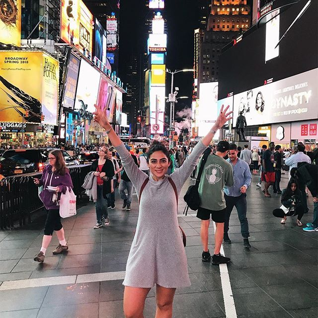 Ozge Hiz / Times Square, New York, lights, traveling