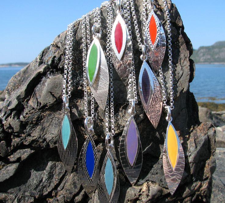 Lek med farger, sølv og emalje, anheng   Play with colors, silver and enamel, pendant