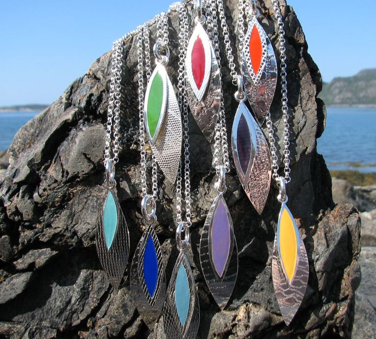 Lek med farger, sølv og emalje, anheng   Play with colors, silver and enamel, pendant