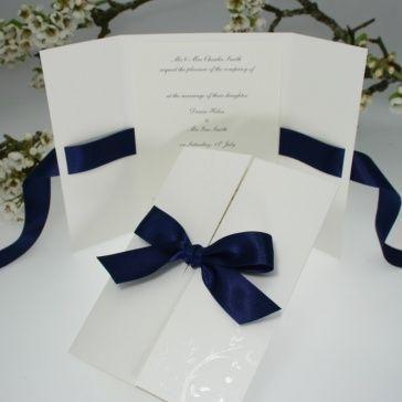 Detalles en azul marino para boda Más