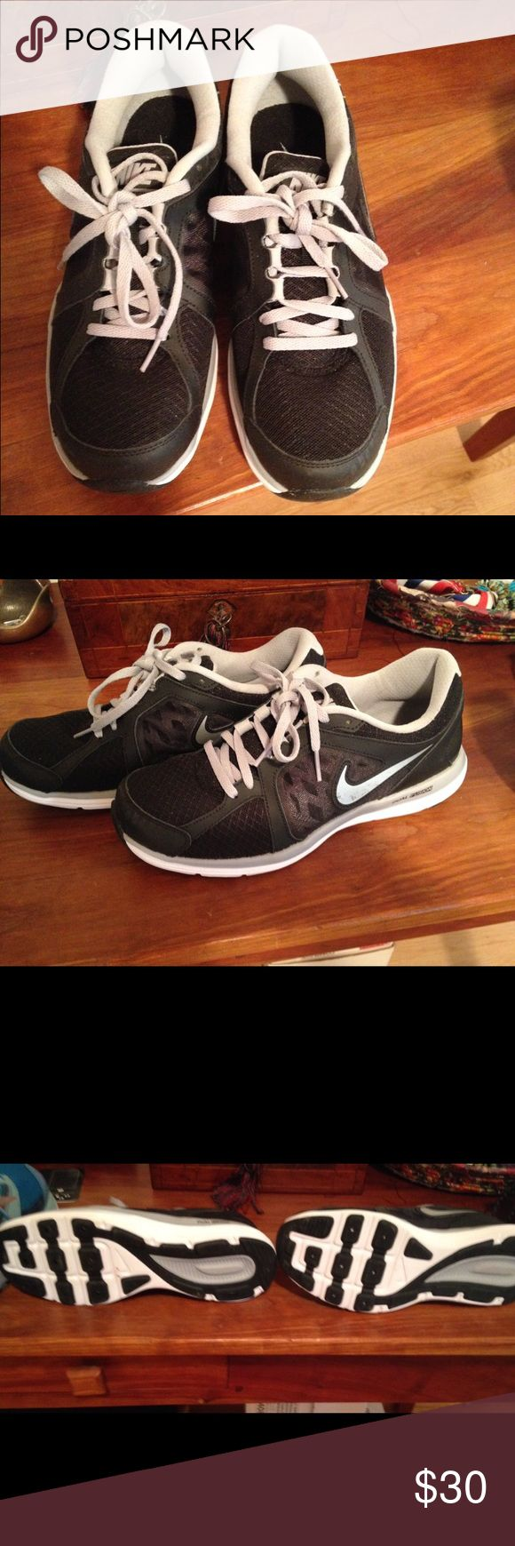 Nike Dual Fusion Women's Shoes In excellent condition; Only worn once. Size 9 Nike Shoes Sneakers