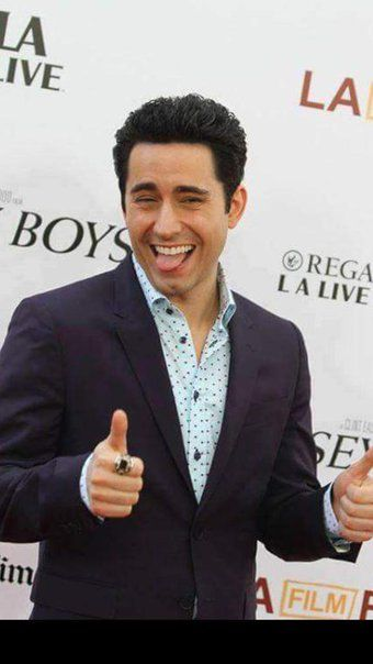 So sexy John Lloyd Young!!