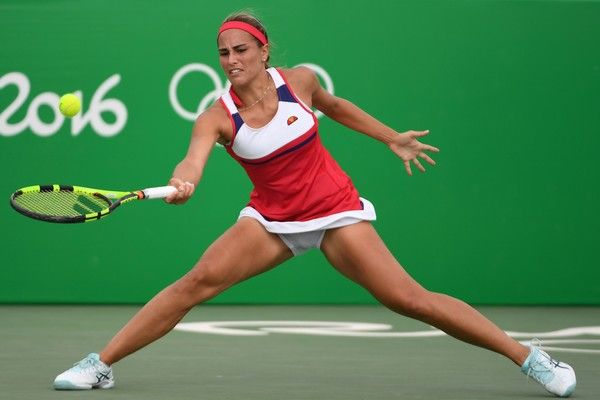 Puerto Rico's Monica Puig returns the ball to Russia's Anastasia Pavlyuchenkova during their women's second round singles tennis match at the Olympic Tennis Centre of the Rio 2016 Olympic Games in Rio de Janeiro on August 8, 2016. / AFP / Roberto SCHMIDT